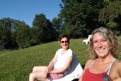 Entspannte Mütter beim Verbandspiel ;-)